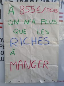 A 855 euros/mois, on n'a plus que les riches à manger, Affiche